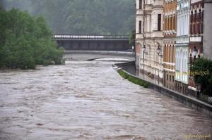 Katastrophenalarm ausgelöst und mit Evakuierungen in Greiz und Berga begonnen.