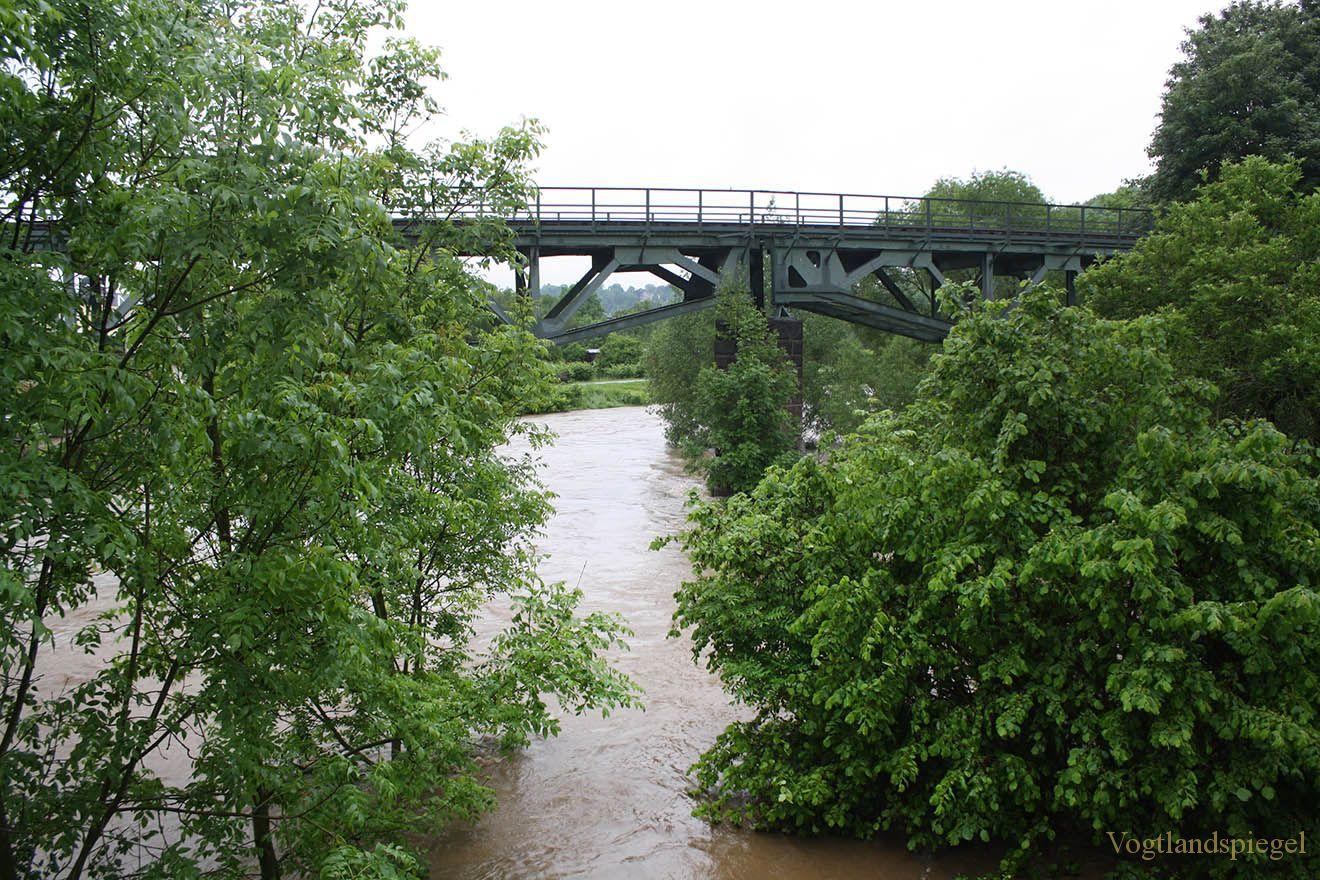 Greiz kämpft gegen das Juni-Hochwasser 2013