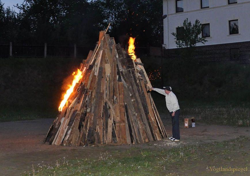Greizer treffen sich am Hexenfeuer