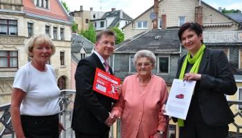 Greizerin Marianne Dünkel gewinnt VW Polo bei Sparkassenlotterie