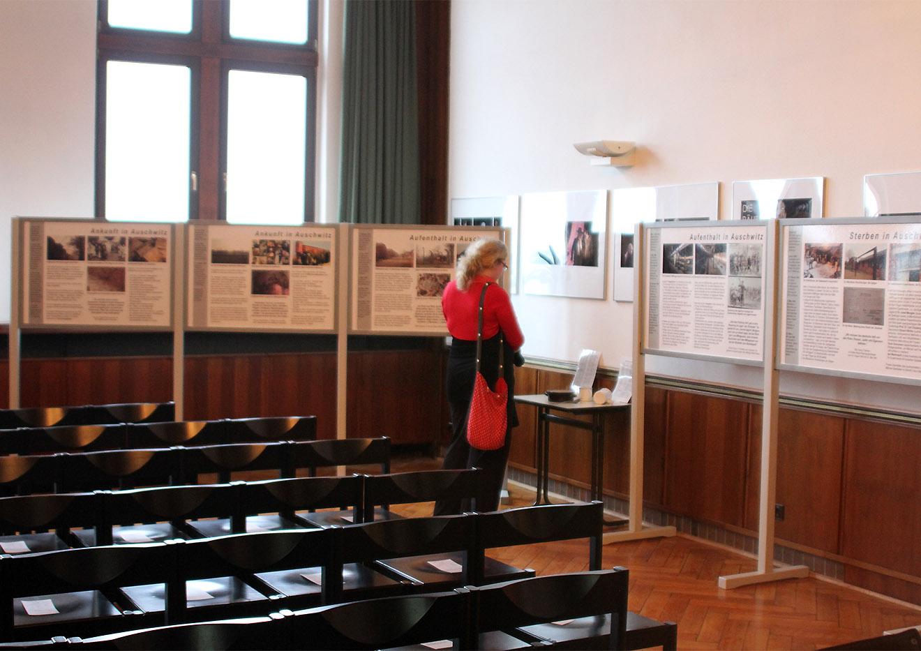 Ausstellung Erinnern an die Gegenwart mahnt