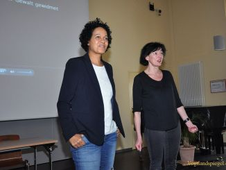 Mo Asumang auf Schultour im Ulf-Merbold-Gymnasium