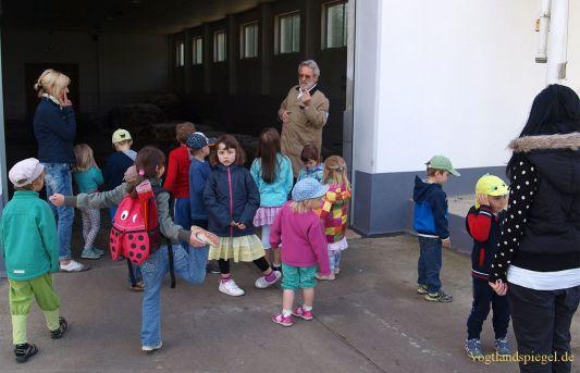Gommlaer Kindergartenkinder erforschen Wohnumfeld