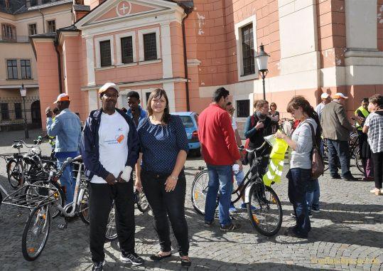 AkzoNobel sponsert Fahrräder für Flüchtlinge