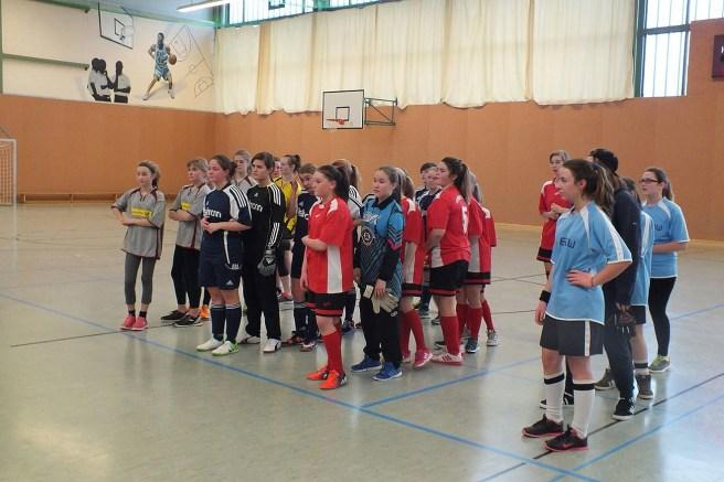Auch Mädchen kämpften um den Rudi-Geiger-Pokal im Hallenfußball