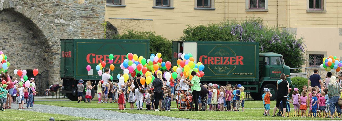 1000 Ballons steigen in den Greizer Himmel