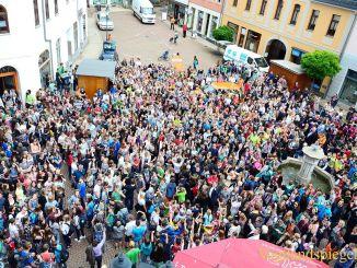 Hunderte Greizer posieren fürs größte Selfie