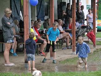 Sommerfest des SV Blau-Weiß 90 wurde zur Wasserschlacht