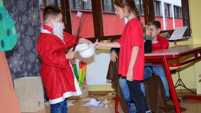 Grundschule Greiz-Pohlitz: Weihnachtsprogramm erfreut die Großeltern