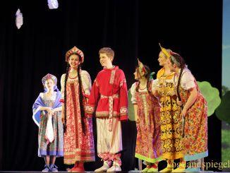 Weihnachtsmärchen des Spontantheaters: Die schöne Wassilissa in der Vogtlandhalle