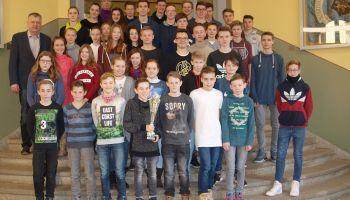 Schülerinnen und Schüler des Ulf-Merbold-Gymnasiums Greiz verteidigten den begehrten Wanderpokal Rudi-Geiger-Turnier