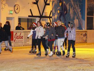 Eis-Disco zog viele Interessierte auf die Greizer Eisbahn