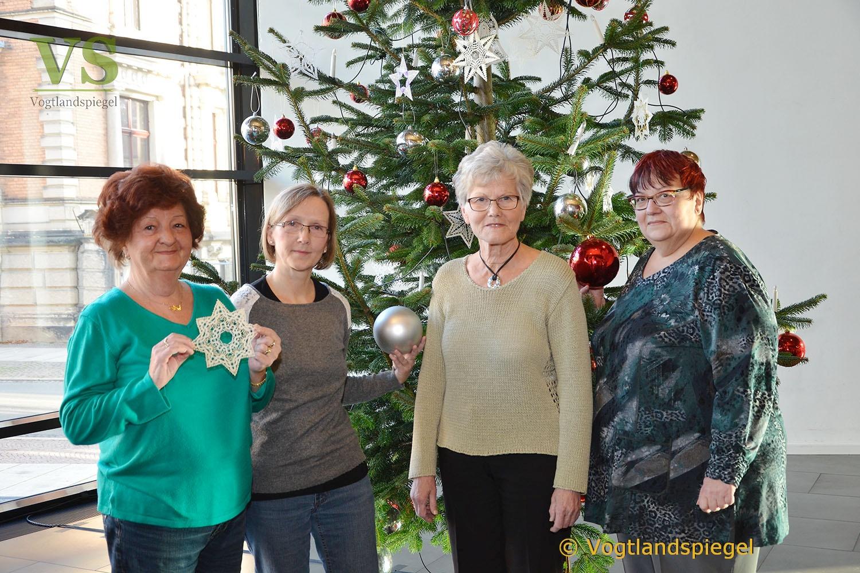 Vogtlandhalle Greiz: Prächtiger Weihnachtsbaum ziert das Foyer