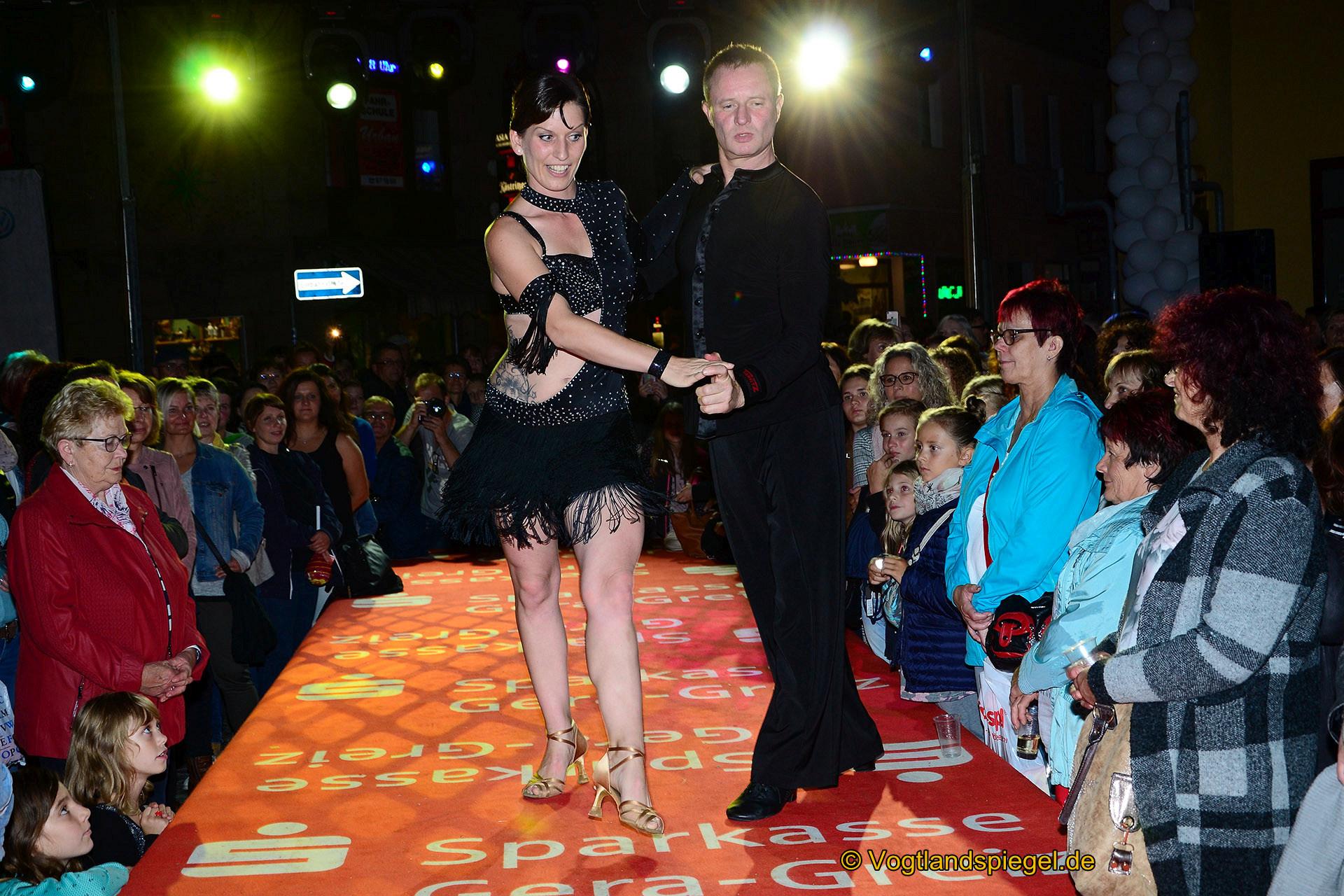 Sekt in the City: Große Modeschau brachte einen Hauch Paris nach Greiz