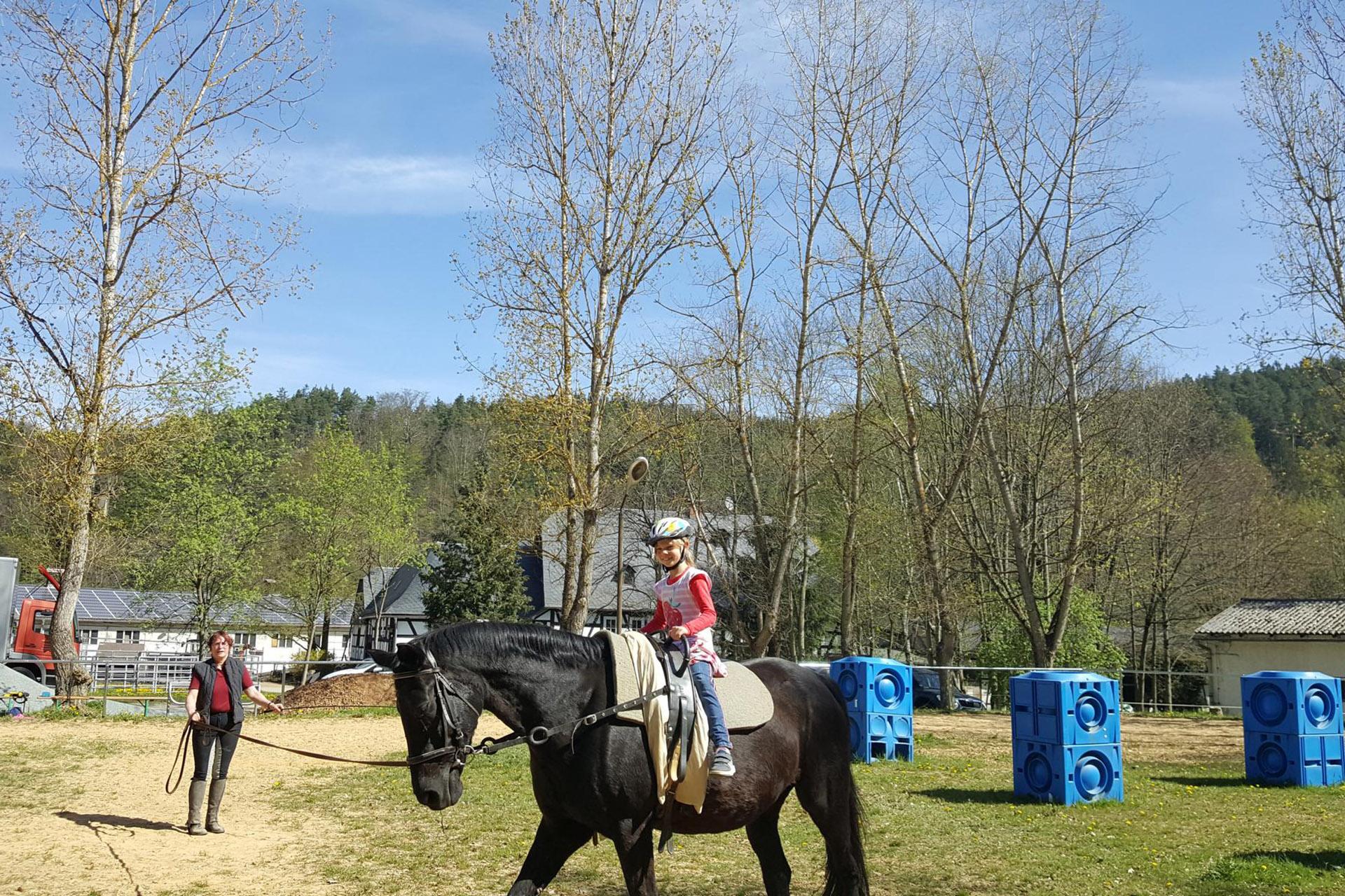 Rund 350 Jungen und Mädchen waren in den Osterferien dabei und erlebten gemeinsam mit der Kreissportjugend Greiz eine schöne Freizeitgestaltung.