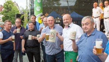 Mit dem traditionellen Fassbieranstich wurde das Greizer Park-und Schlossfest 2019 eröffnet.