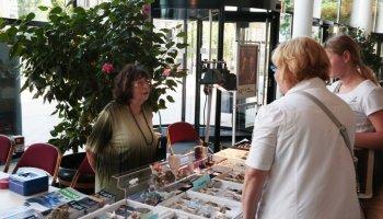 Über zweihundert Besucher strömten am Sonntag zur 9. Schmuck-und Mineralienbörse in die Vogtlandhalle Greiz.