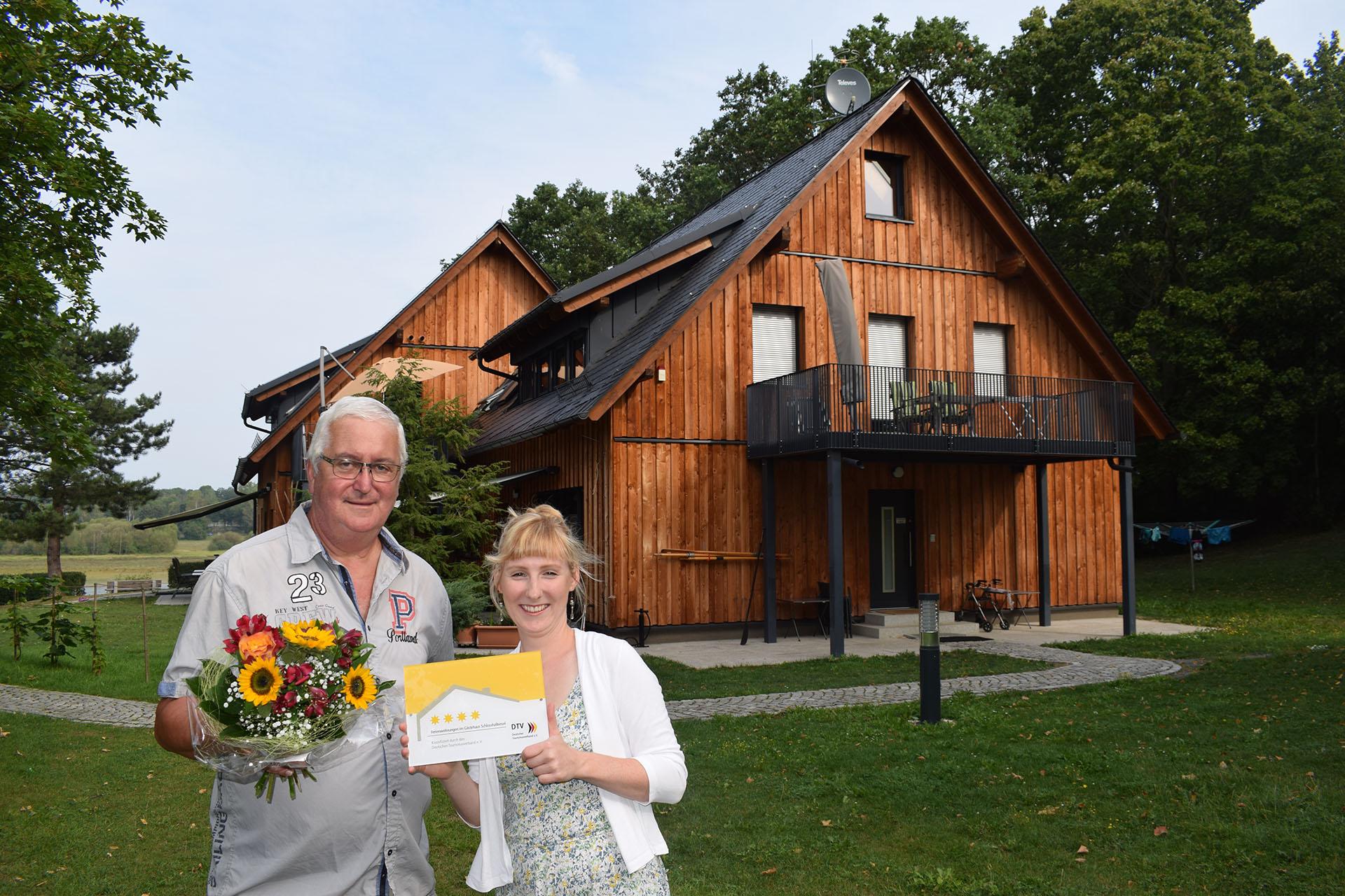 Übergabe Vier Sterne Gästehaus Schlosshalbinse