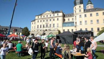 Das Festival für ein buntes Vogtland im Greizer Schlossgarten zog hunderte Besucher an.