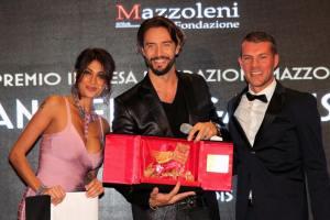 Cristina Buccino con Alex Belli e Max Brigante