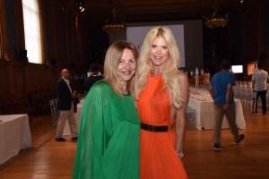 La giornalista Grazia Pitorri con la presentatrice Vittoria