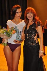 La nota cantante Numa con la vincitrice - Ph. Piero Daffonchio