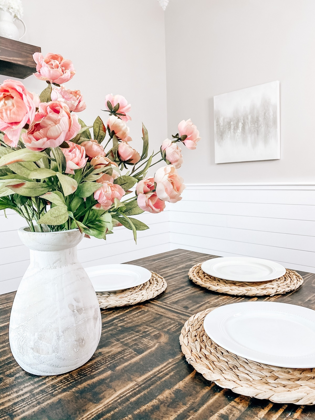 Flowers, plates and wall art for the fall