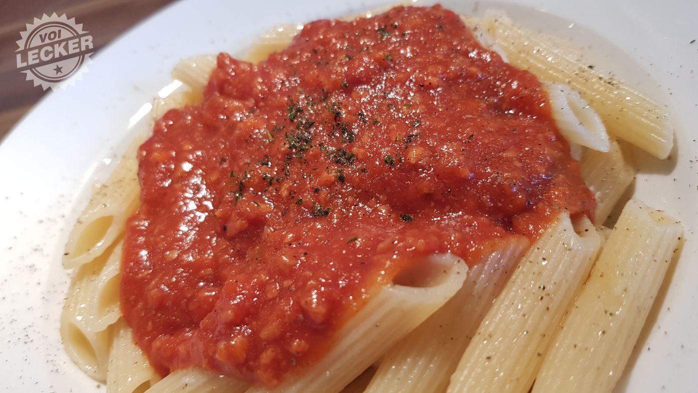 Rigatoni mit Veggie-Bolognese