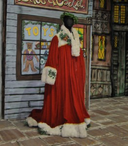 Christmas-Past-Mannequin