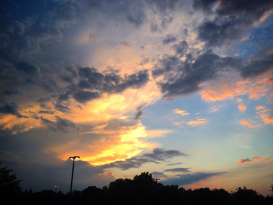 Evening sky at #ihopmichiana #voiceministries #elkhartcounty #concordmall #sunset