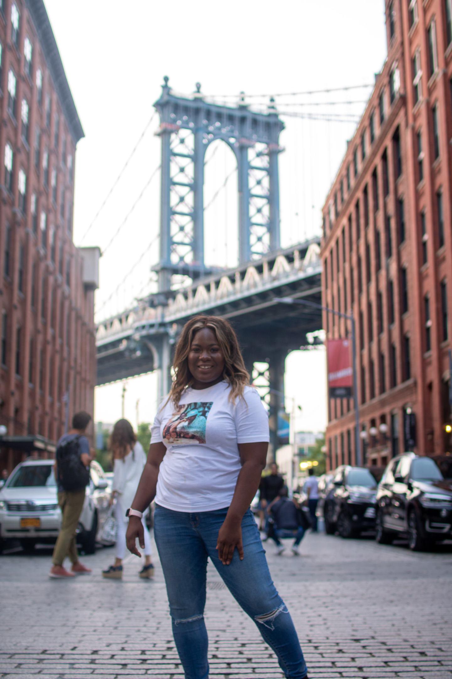 Vera standing in from of the Manhattan Bridge in New York