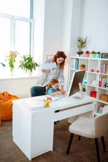 If you're a mom and looking for jobs that you can do from your house, you're in luck. These work from home jobs for mom give you the flexibility you need.