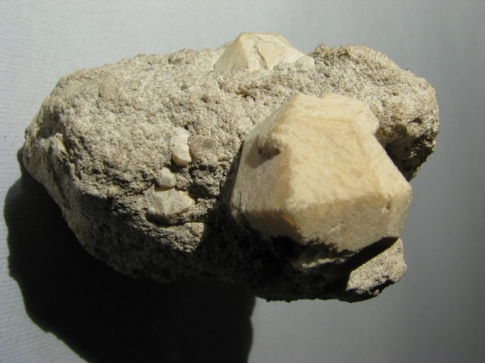 Dodecahedral (12-sided) crystal of the feldspathoid mineral Leucite associated with the Italian volcano Roccamonfina (WikiMedia Commons)