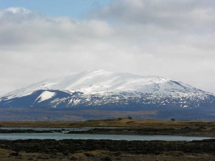Hekla from taken from the side. Wikimedia Commons.