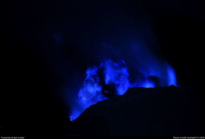The famous burning sulphur of Kawaj Ijen. Photo by Seshadri K.S., taken from Wikimedia Commons.