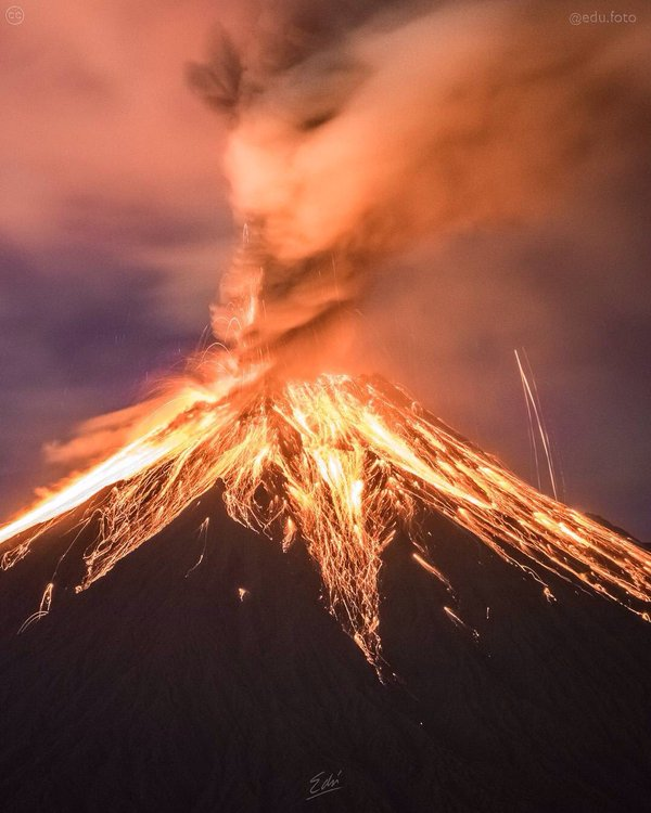 Eruption of the Tungurahua Volcano in Ecuador. Photo by EduFoto via https://twitter.com/Bromotengger