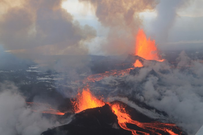 The Holuhraun eruption of Bárðarbunga volcano. Wikimedia Commons, photograph by Peter Hartree.