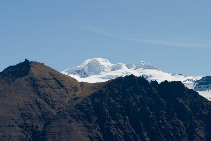 The tallest peak of Öraefajökull is Hvánnadalshnúkur. Wikimedia Commons, photograph by Kristinnstef.