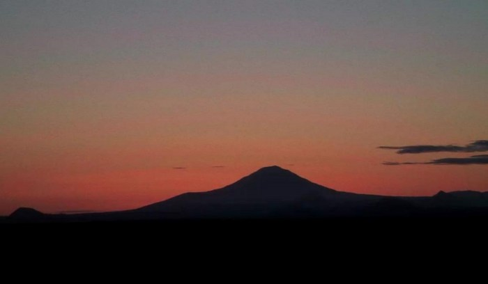 Hekla at predawn on April 14th, 2012. (Mila webcam capture)