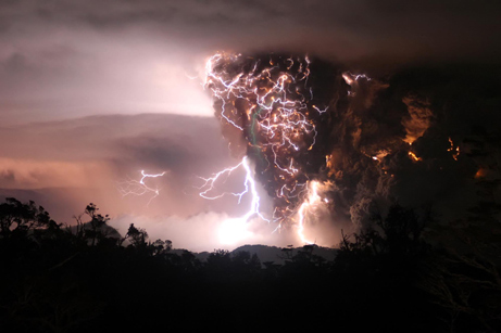 he May 2008 eruption of Chaitin, Chile,  showed plenty of volcanic lightning. Photo by C. Gutterriez