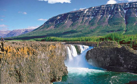 The Siberian Traps left kilometer-thick layers of flood basalt, brought into view by deep erosion.