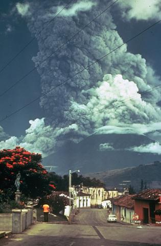 Fuego 1974 - Wikimedia Commons - Paul Newton, Smithsonian Institution