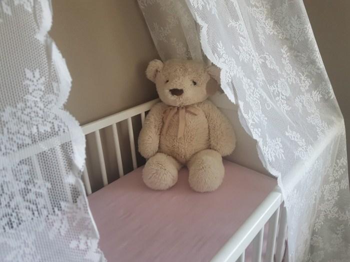 Wonderbaarlijk Hemeltje maken voor de babykamer met gordijnen van Ikea - DIY XF-09
