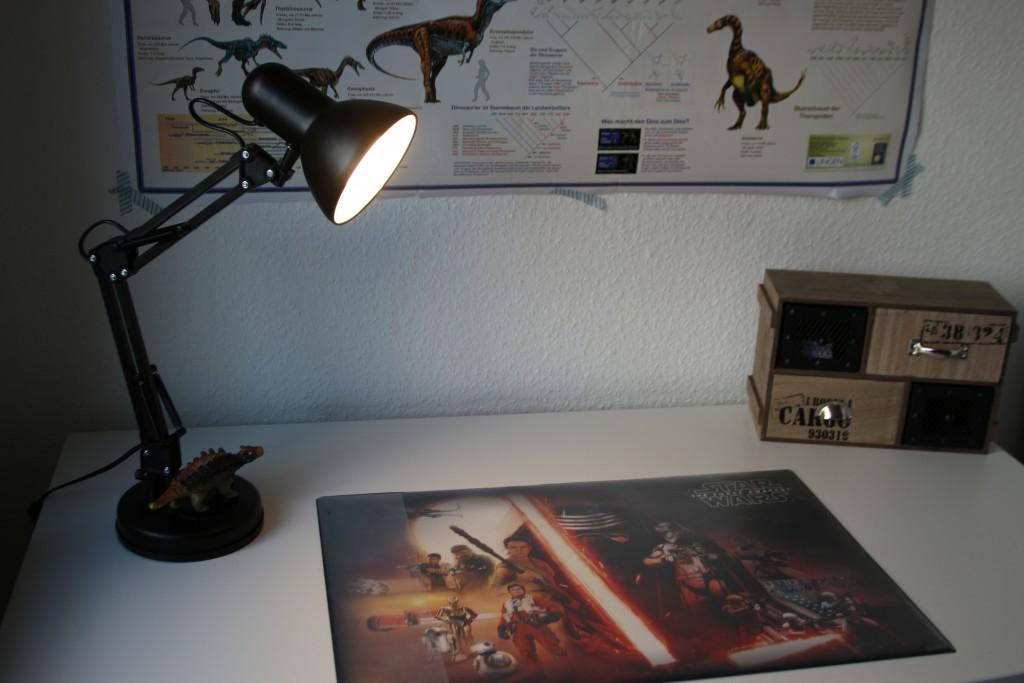 Lamp Slaapkamer Nachtkastje : Trendy lampen voor jongens en tieners in de slaapkamer of studeerkamer