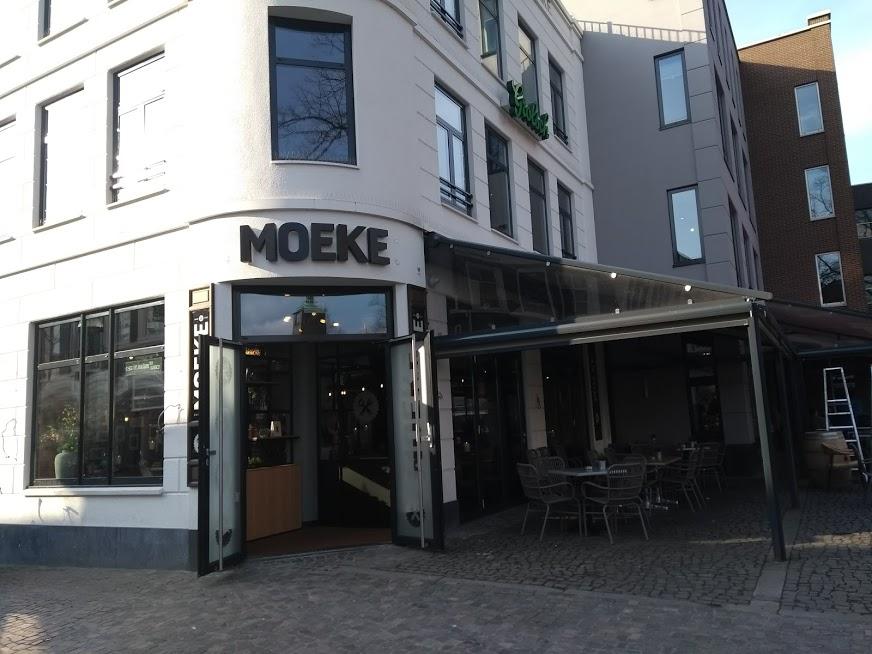 Moeke Enschede ingang Oude Markt - Vroeger Lunatic