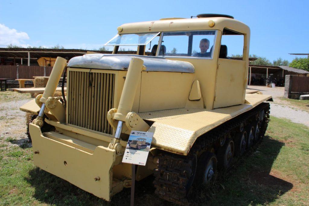traktor-story-review-FAP-GJ-800