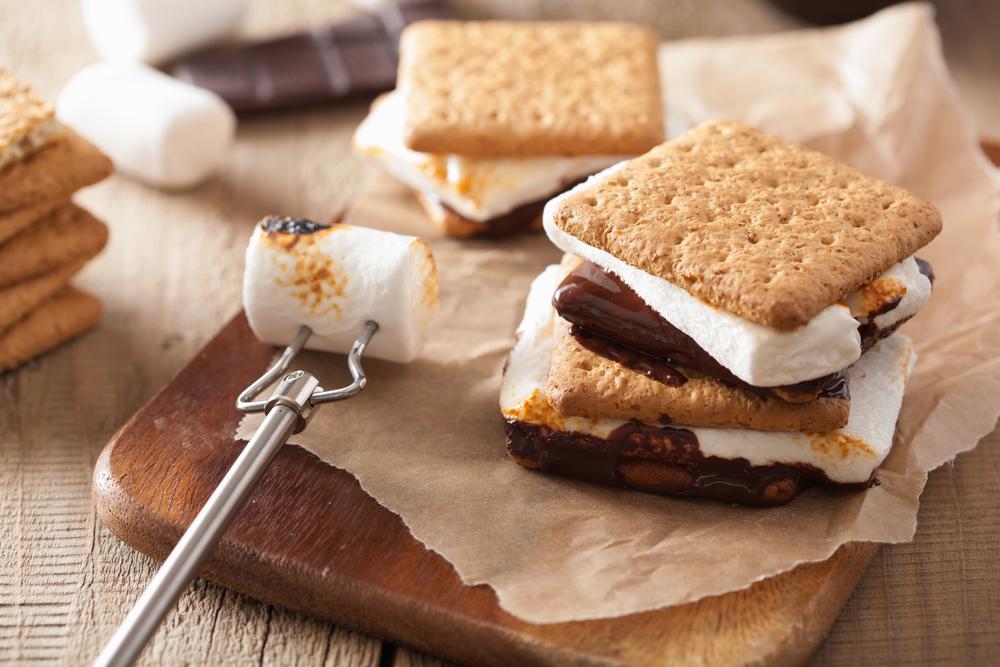 vuurkorf-kampvuur-hapjes-snacks-smores-recept-maken