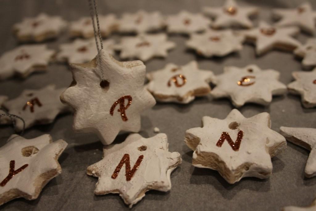 kerstdecoratie-diy-kersthangers-maken-zoutdeeg