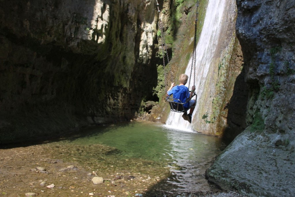 schommel-waterval-gardameer-parco-delle-cascate-molina