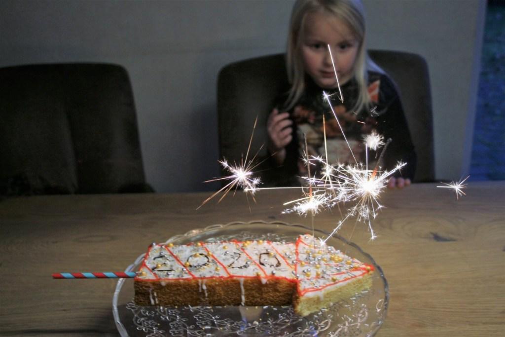 Vuurpijl oud en nieuw cake 2020